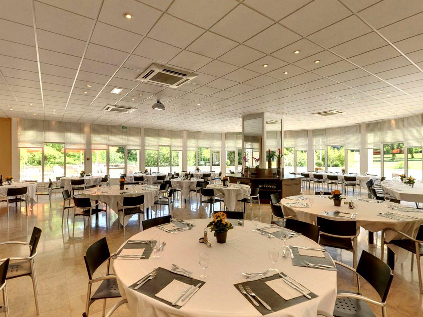 Restaurant avec salle de jeux 28 images cing avec for Bureau 02 laon