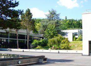 Grand parvis, esplanade, terrasse extérieure Domaine Saint-Paul