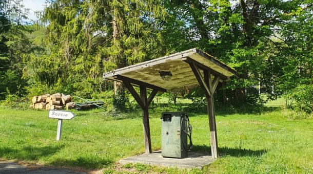 pompe à essence vintage au Domaine-Saint-Paul